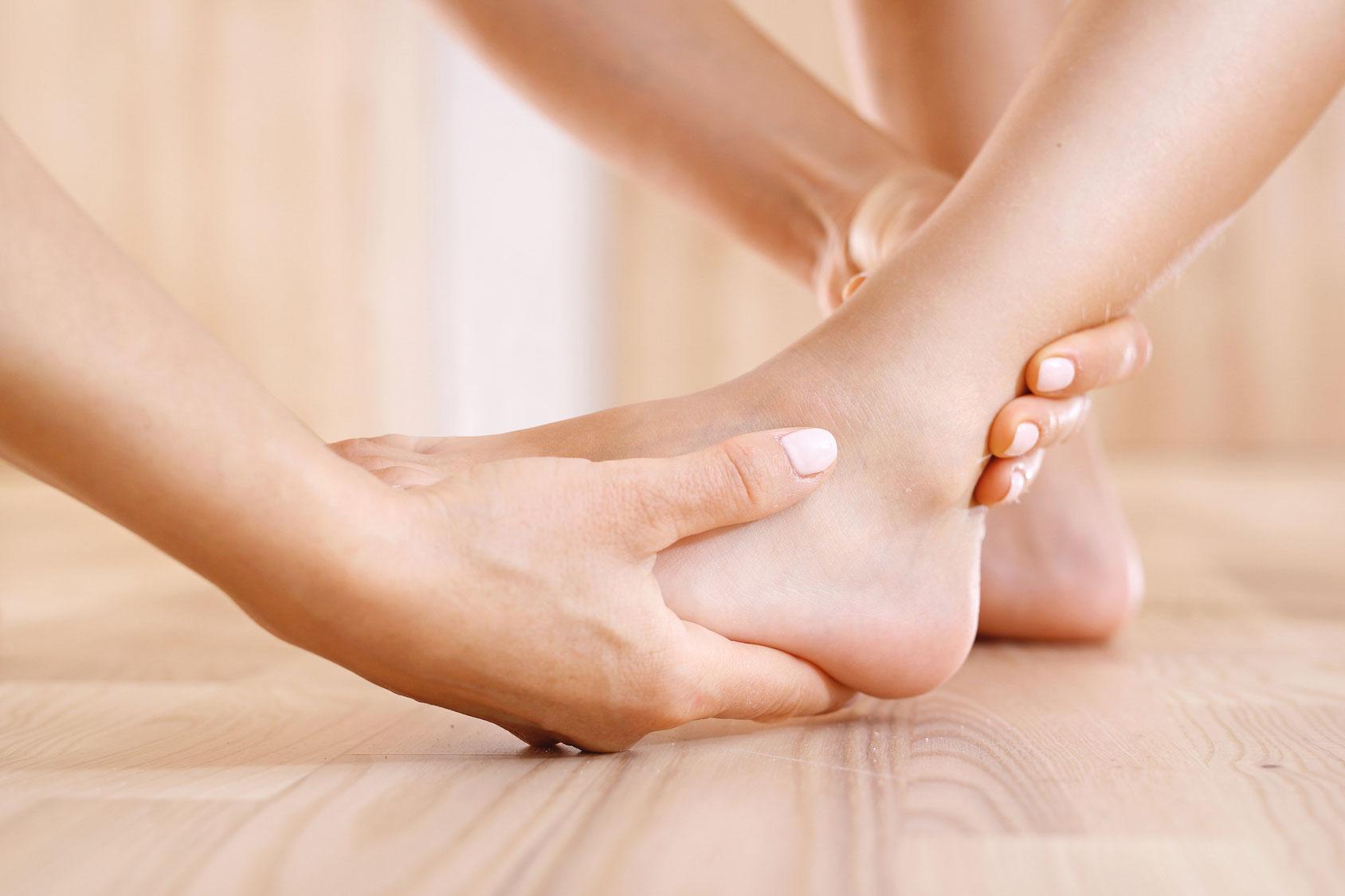 Podologogia,-lesiones-tobillo-y-pie-y-Cirugía-Podologica-Clinica-Mª-del-Mar-Ruiz