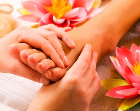 Tratamiento complementario masaje en la clínica-Podologica-Clinica-Mª-del-Mar-Ruiz
